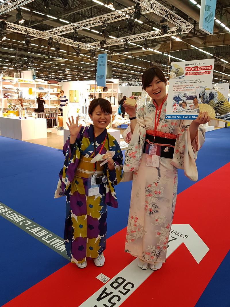 Девушки из Китая в национальной одежде